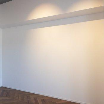 ベッドはこの面に置きましょう♪ ※写真は2階の同間取り別部屋のものです。