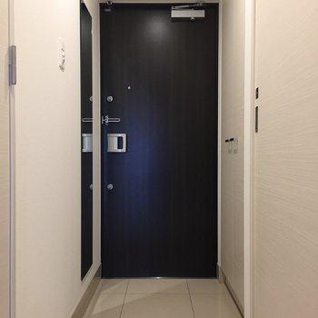 扉はブラウンです。※写真は9階の同間取り別部屋のものです