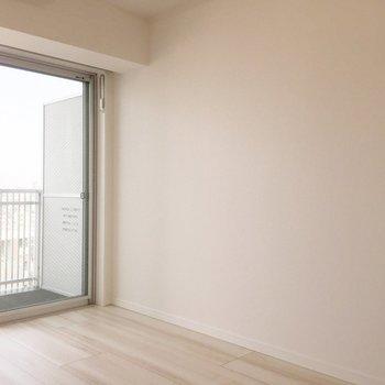 可愛いドレッサーを置きたいなあ。※写真は9階の同間取り別部屋のものです