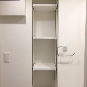 横の棚にはボディケアアイテムをたくさん置こう。※写真は9階の同間取り別部屋のものです