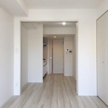 新築のキラキラ感…!※写真は9階の同間取り別部屋のものです