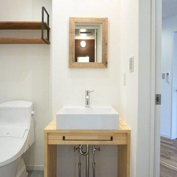 スタイリッシュな洗面台。デザイン性が高い。