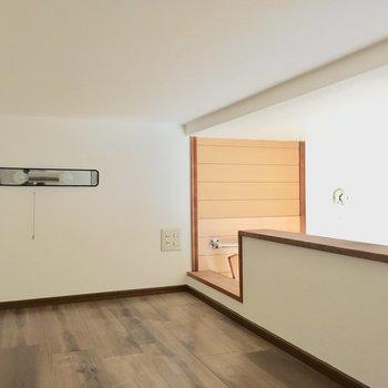 しゃがんで進みます。天井低いの。(※写真は1階の反転間取り別部屋、モデルルームのものです)