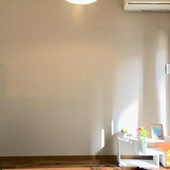 淡めラベンダーがお部屋になじむ。(※写真は1階の反転間取り別部屋、モデルルームのものです)