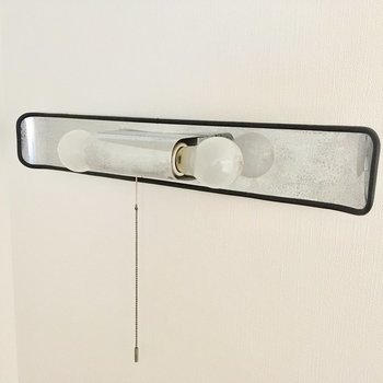 電球のデザイン斬新でかわいい!(※写真は1階の反転間取り別部屋、モデルルームのものです)