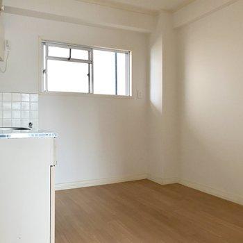 DKも食事スペースには充分な広さ◎※写真は4階の同間取り別部屋のものです