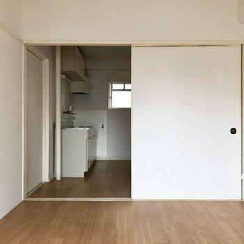 面積の広い襖。※写真は4階の同間取り別部屋のものです