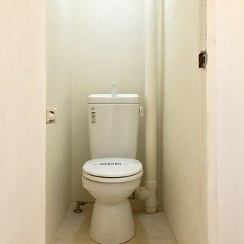 ウォシュレット付いてません。※写真は4階の同間取り別部屋のものです