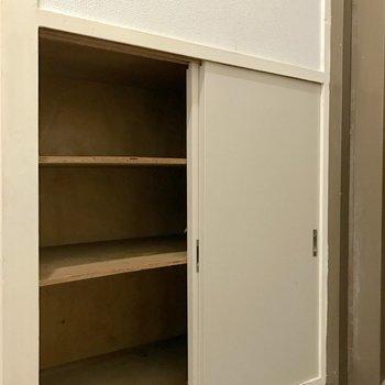 シューズボックスあります。※写真は4階の同間取り別部屋のものです