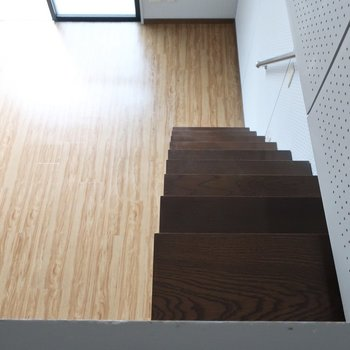 およよ!階段ちと怖い〜!体はなるべく右寄せでGo!