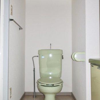 脱衣所オープンしたらまずトイレがお目見え