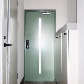 玄関ドアのグリーンが素敵カラー