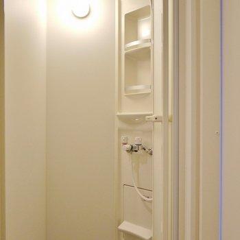 バスタブはありません、シャワーブースです。※写真は、同一タイプの7階部分。