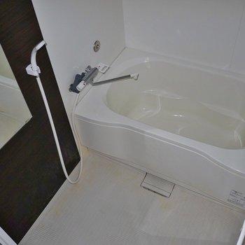 清潔感のあるバスルーム※写真は前回募集時のもの