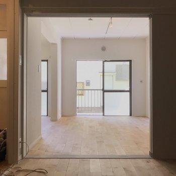 扉を開ければ約10畳の空間に。