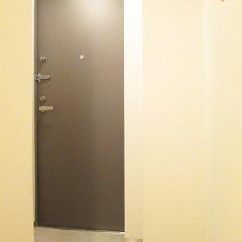 玄関は、コンパクトに。