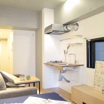 キッチンも可愛いです♪※家具はサンプルになります