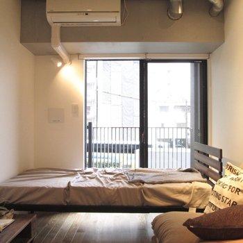 窓も大きいので風通しgoodです。※家具はサンプルになります