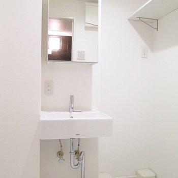 脱衣所左は、洗面台です。