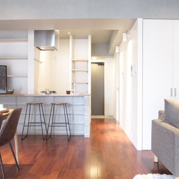 カウンターキッチンもいいですよね〜※家具はサンプルになります
