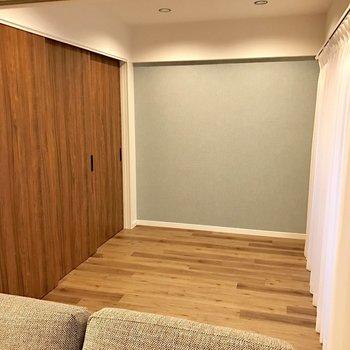 洋室部分。奥の壁寄せでベッドを置こうかな。