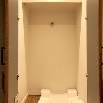 洗濯機上に棚があるから洗剤置き場に困らないね!