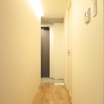 廊下に行きましょう〜※写真は2階の同間取り別部屋のものです