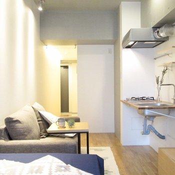 白を基調としてるの明るいですよね〜※写真の家具はサンプル・2階の同間取り別部屋のものです