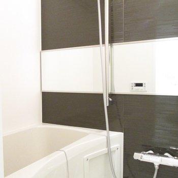 右が浴室です。※写真は2階の同間取り別部屋のものです