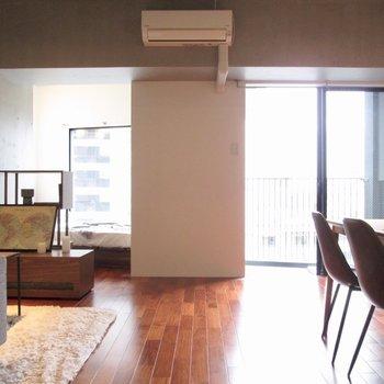 広くて解放感あるお部屋。※家具はサンプル・写真は5階の同間取り別部屋のものです