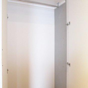 収納もある程度広さあります。※家具はサンプル・写真は5階の同間取り別部屋のものです