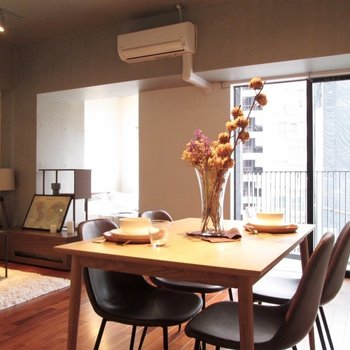 二人の新しい暮らしが始まりそうな予感!※家具はサンプル・写真は5階の同間取り別部屋のものです