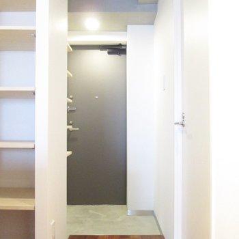 廊下の方に行きましょう〜※写真は5階の同間取り別部屋のものです