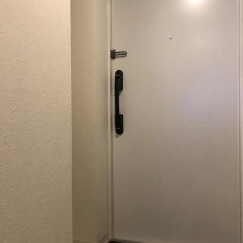 ドアはまっしろ