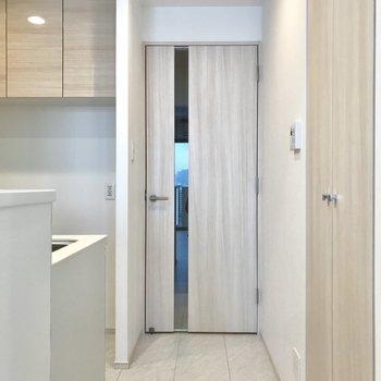 扉をあけて、、、 ※写真は13階同間取り別部屋のものです