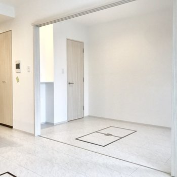 奥のお部屋が寝室かな? ※写真は13階同間取り別部屋のものです