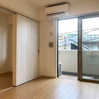 奥のお部屋は寝室かな〜 ※写真は3階の同間取り別部屋のものです