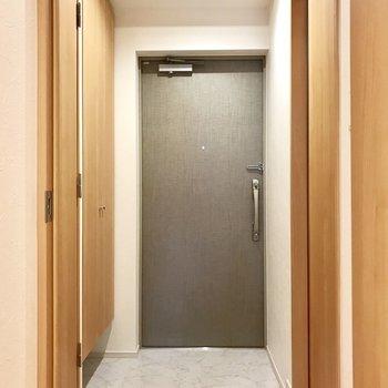 サニタリーは玄関まわりに。 ※写真は3階の同間取り別部屋のものです