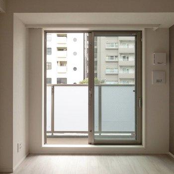 奥へ。セミダブルベッドが置けそうです。※写真は2階の同間取り別部屋のものです