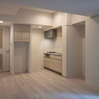 大きめな冷蔵庫が置けますね。※写真は2階の同間取り別部屋のものです