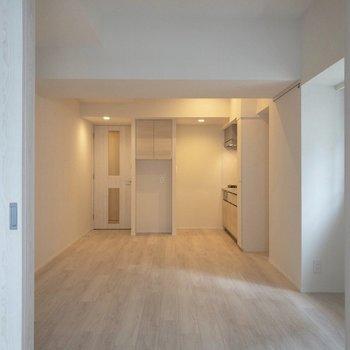 ドアを置けると開放的になります。※写真は2階の同間取り別部屋のものです