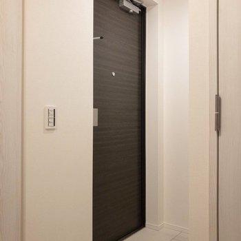 玄関にはマットを置きましょう。※写真は2階の同間取り別部屋のものです