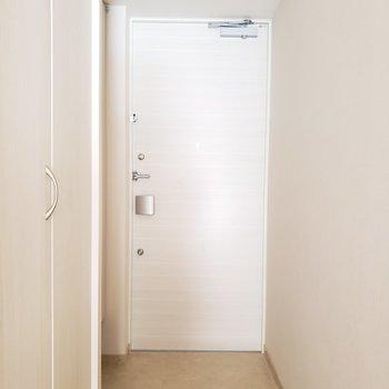玄関には姿見がついているので朝の身支度もラクラク。