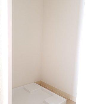 洗濯機置き場は玄関スペースに。