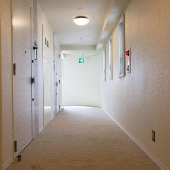エレベーターを出てすぐのお部屋。