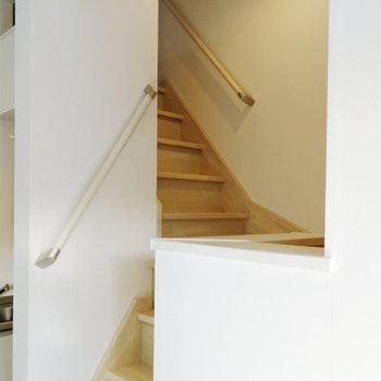 ロフトへは階段で。