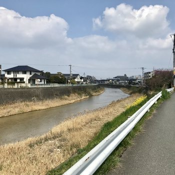 那珂川がちらり。晴れた日はお散歩したいな。