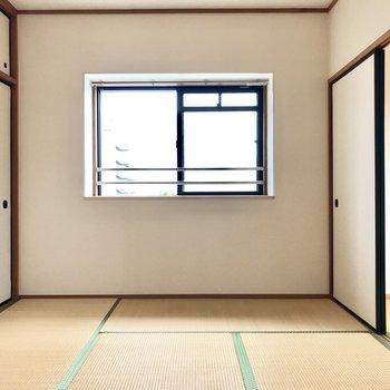 角部屋なのも嬉しい♩(※写真は3階の反転間取り角部屋、補修前のものです)