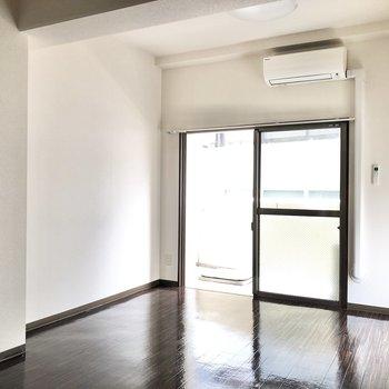 天井も高めなので、家具も高さを活かした物を選びたいところ。