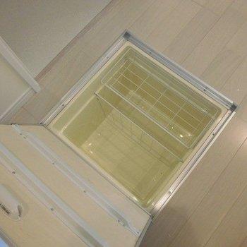 床下収納には缶詰などを入れるのにいいですね※写真は前回募集時のものです。